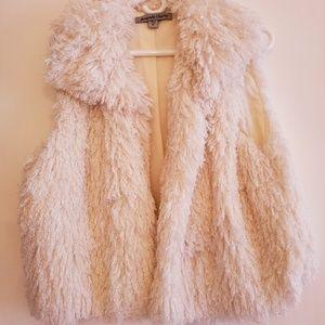 [Amanda Charles] Ivory furry jacket